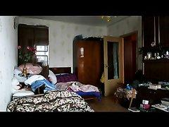 Любовник перед скрытой камерой трахает в рот упитанную русскую красотку