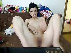 Домашняя мастурбация знойной брюнетки перед вебкамерой для поклонников