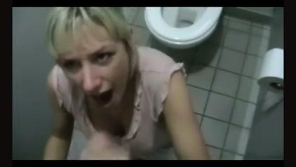 Немецкая блондинка за домашний минет от первого лица получила окончание в рот