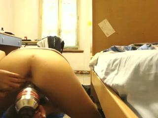 Домашняя мастурбация в формате двойного проникновение перед вебкамерой