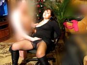 Зрелая русская брюнетка в колготках и домашняя мастурбация в формате БДСМ