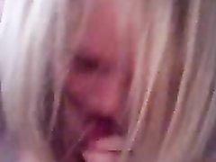 Грудастая блондинка трахается и строчит домашний минет от первого лица