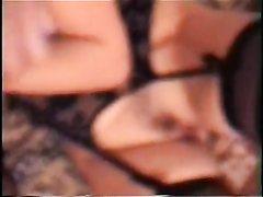 Толстая домохозяйка в чулочках огурцом мастурбирует волосатую киску