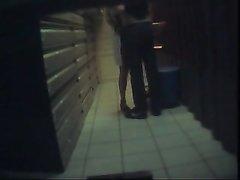 Скрытая камера случайно сняла интимную близость любовника с замужней женщиной