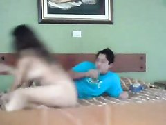 Скрытая камера запечатлела интимную близость парня с латинской домохозяйкой