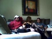 Скрытая камера снимает домашнюю групповуху зрелой красотки с двумя коллегами