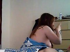 Зрелая женщина перед скрытой камерой изменяет супругу с нежным любовником