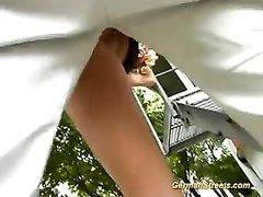 Немецкая блондинка на улице сделав любительский минет трахается в анал