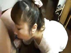 Японская шлюха от первого лица чеканит домашний минет возбуждённому клиенту