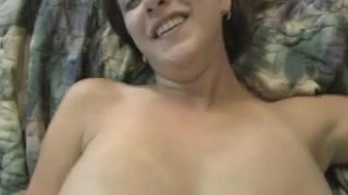 Грудастая красотка от первого лица занялась любительской мастурбацией и минетом