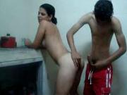 Латинская домохозяйка утром на кухне стоя отдалась мужу в волосатую киску