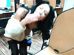 Брюнетка в чулках по вебкамере показывает большие сиськи и раздвигает ноги