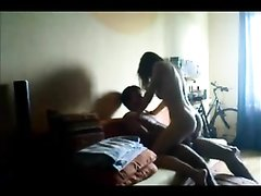 В комнате скрытая домашняя камера запечатлела супружескую измену женщины