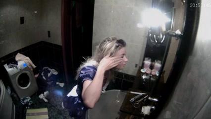 Домашнее подглядывание супружеской измены молодой блондинки с коллегой