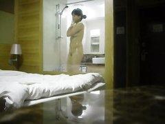 Любительское подглядывание по скрытой камере за обнажённой азиаткой