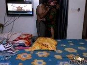 Грудастая индийская брюнетка в маске перед вебкамерой трахается с любовником