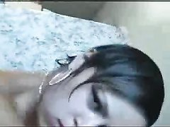 Домохозяйка трахается в постели на карачках и сосёт член для окончания в рот