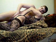 Минет и любительский анал с русской девушкой в чулках перед вебкамерой