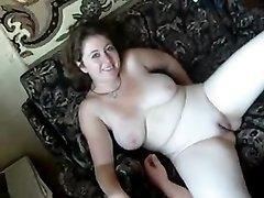 Русская зрелая женщина с большими сиськами после куни делает любительский минет