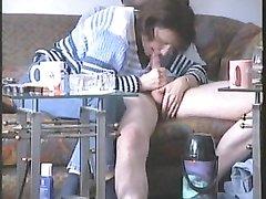 Пышная зрелая домохозяйка не раздеваясь отсасывает член молодого гостя