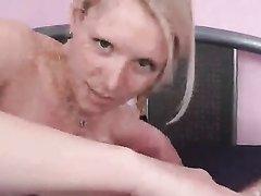 От первого лица блондинка энергично дрочит член возбуждённого любовника