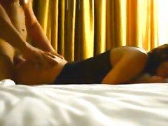 Негр перед скрытой камерой трахает в постели замужнюю белую любовницу
