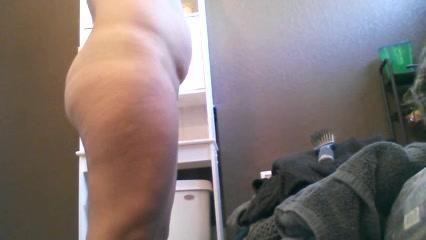 podglyadivanie-v-tualete-zrelaya