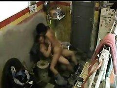 Подглядывание по домашней скрытой камере за брюнеткой отдавшейся после минета