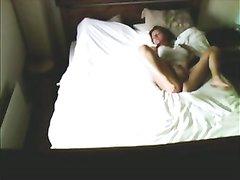 Подглядывание за домашней мастурбацией широкобёдрой дамы по скрытой камере
