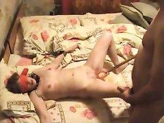 Скрытая камера снимает домашний БДСМ со связанной брюнеткой в постели