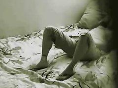 Удачное подглядывание за любительской мастурбацией возбуждённой леди