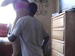 Негр перед скрытой камерой трахает зрелую белую любовницу в сочную киску
