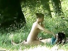 Любительской подглядывание за молодожёнами трахающимися на природе