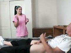 Молодая горничная трахается с возбуждённым хозяином любовником в спальне