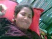 Фигуристая индийская смуглянка обнажилась на домашнюю камеру крупным планом