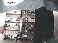 Подглядывание по скрытой камере за любительской мастурбацией зрелой дамы
