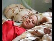 Красивая молодая блондинка наслаждается любительским сексом с минетом