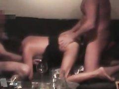 Скрытая камера записывает секс втроём зрелой домохозяйками с коллегами