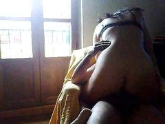 Скрытая камера снимает зрелую женщину трахающуюся и делающую домашний минет