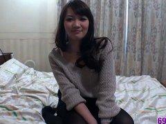 Молодая японка в отеле сосёт член от первого лица и трахается громко постанывая