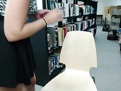 Страстная студентка в библиотеке занялась домашней мастурбацией по вебкамере