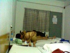 Тайская проститутка в гостинице трахается с белым любовником в 69 позе