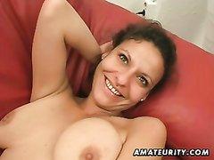Зрелая смуглянка от первого лица мастурбирует киску и строчит домашний минет