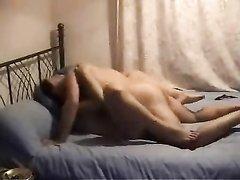 Нежный куни и домашний анальный секс с красивой женщиной в спальне вечером