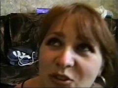 Русская зрелая домохозяйка с волосатой киской трахается в анал перед камерой