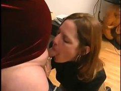 Зрелый толстяк получив кайф от минета кончил в рот молодой рыжей любовницы