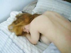 Азиатская блондинка обожает домашний секс с минетом и окончанием в рот