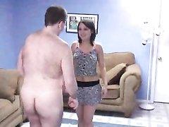 Молодая кокетка обожает любительский секс со зрелым мужиком в 69 позиции
