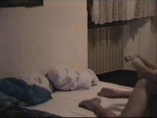 Скрытая камера вечером в спальне снимает домашний секс супружеской пары