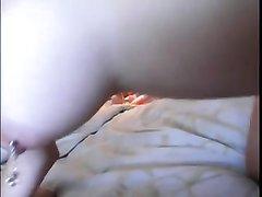 Домашний секс втроём мажора с двумя нежными лесбиянками в гостиничном номере